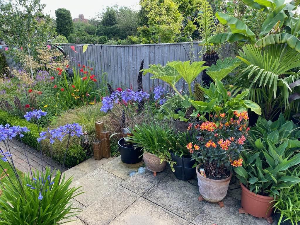 Home Garden Pots & Border